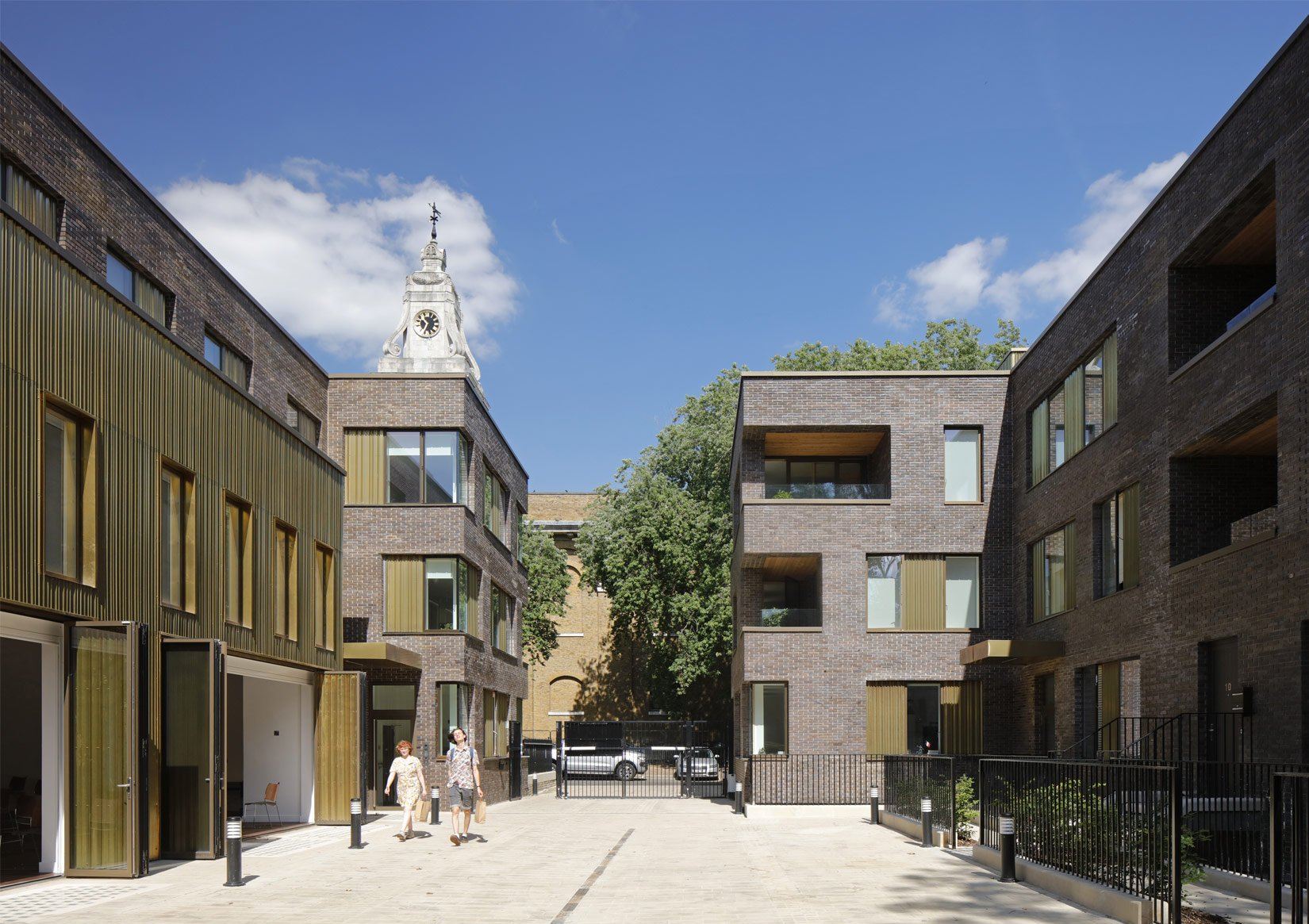 Hackney Gardens, Courtyard