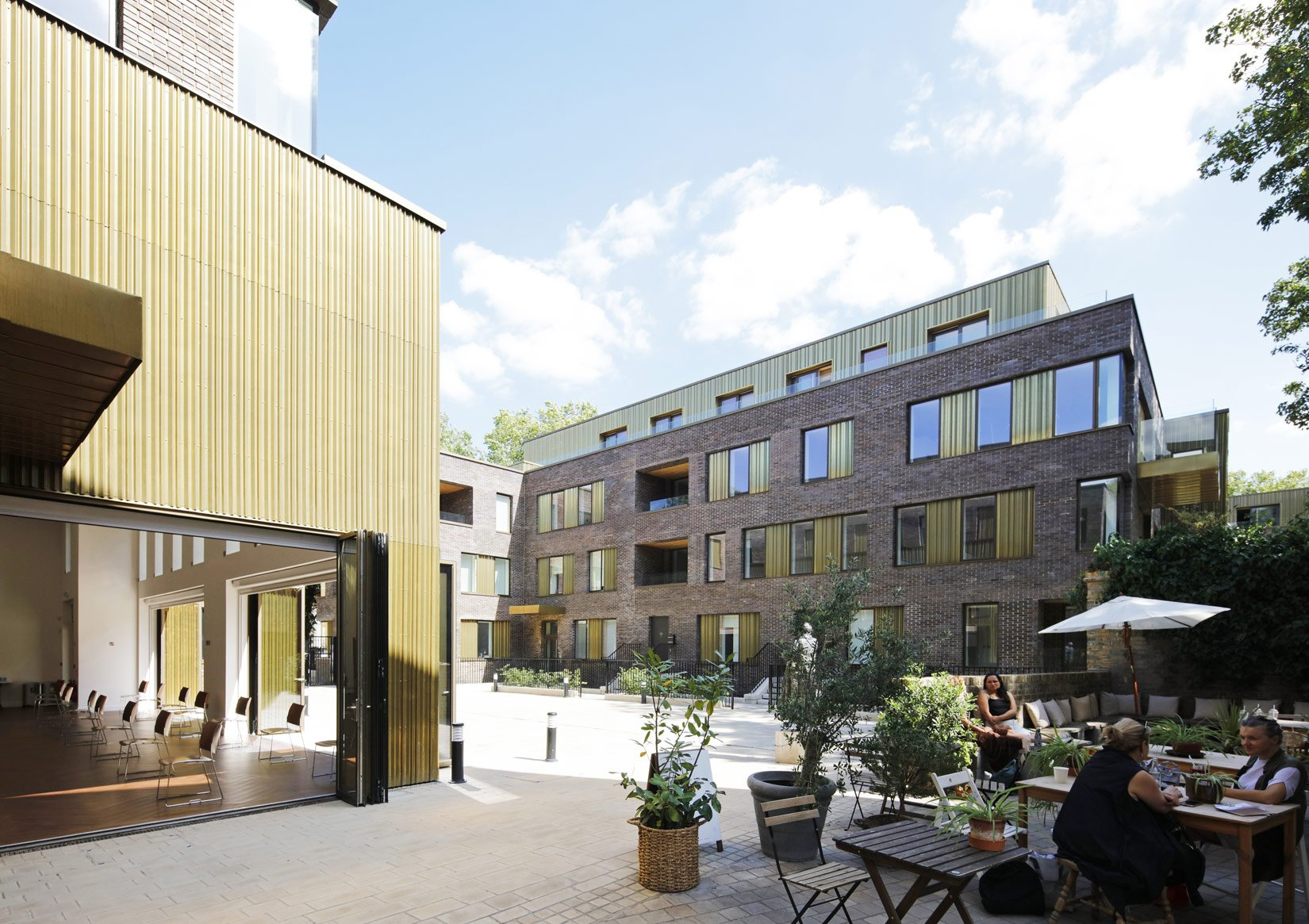 Hackney Gardens, Courtyard and people