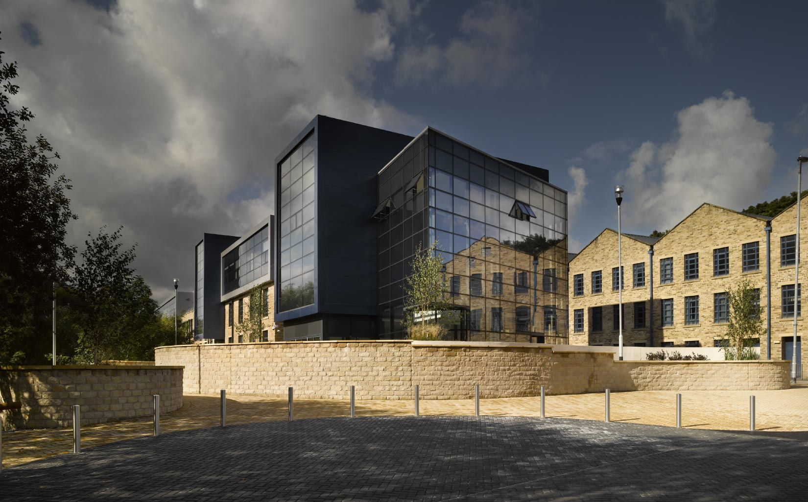 Larchfield Mills, Huddersfield University, Approach to the entrance