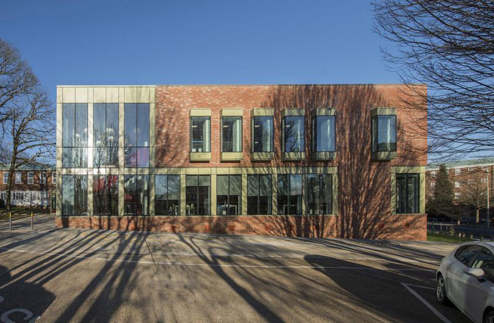 Oaklands College, Welwyn Garden City, Exterior