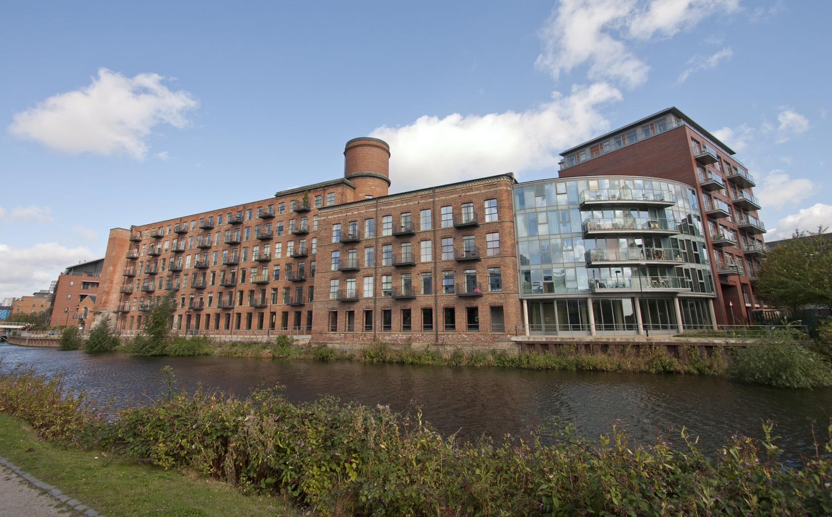 Roberts Wharf, Leeds, old and new build